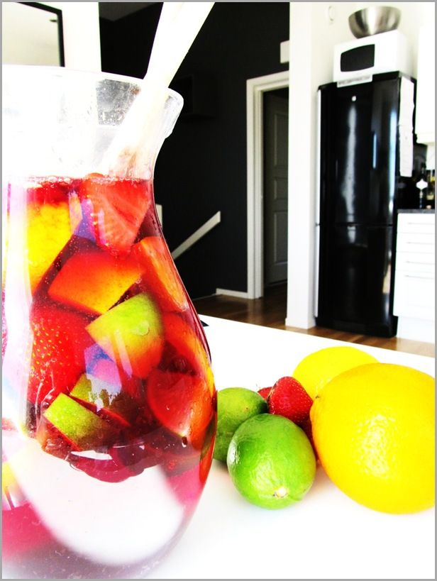 Tinto De Verano. Kinda like sangria? #sangria #tinto_de_verano #wine #vin #red #roed #lemon #fruit #sitron #frukt #punsj #punch