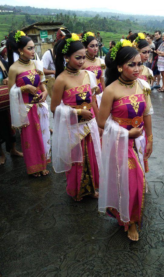 elegant balinese dancers - Twitter Search