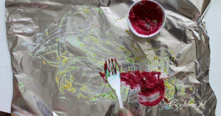 Pomysł na zabawy domowe, kreatywne zabawy dla dzieci,  praca plastyczna malowanie na folii, malowanie po folii aluminiowej