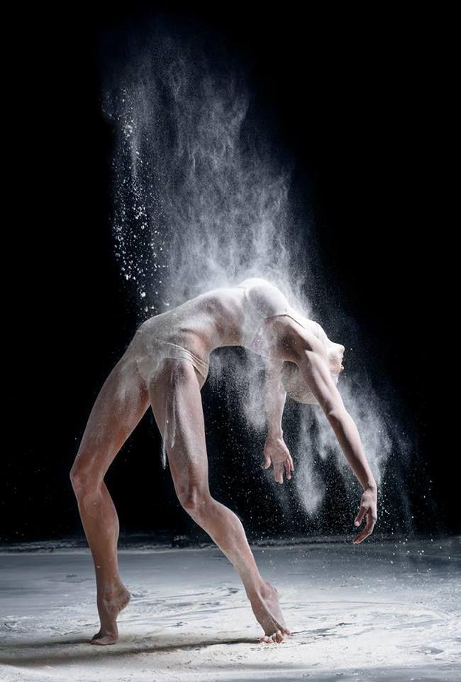 AlexanderYakovlev est un photographe basé à Moscou spécialisé dans la photographie de sportifs, plus précisément de danseurs.Dans la série \\
