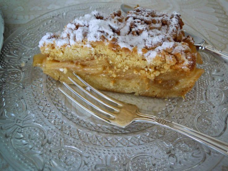 Esta tarta de manzana es muy típica de la repostería polaca, que porqué la he hecho de Polonia teniendo maravillosas tartas de manz...