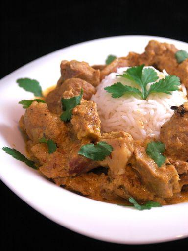cumin, couteau, riz basmati, clou de girofle, oignon, coriandre en grains, beurre, curry, cardamome, ail, sel, cannelle, poivre de cayenne, safran, yaourt nature, mouton