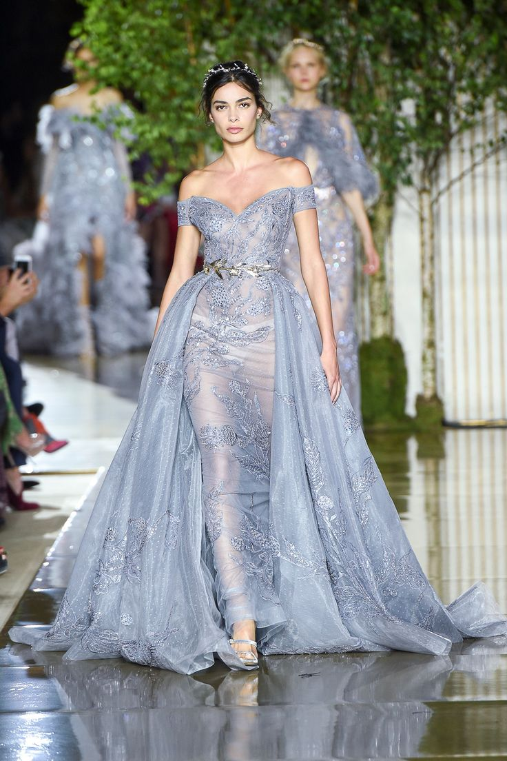 See the complete Zuhair Murad Fall 2017 Couture collection.