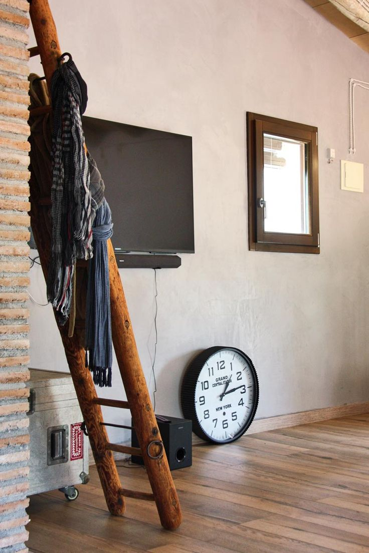 Ventana de madera en una casa rural en Riudoms.
