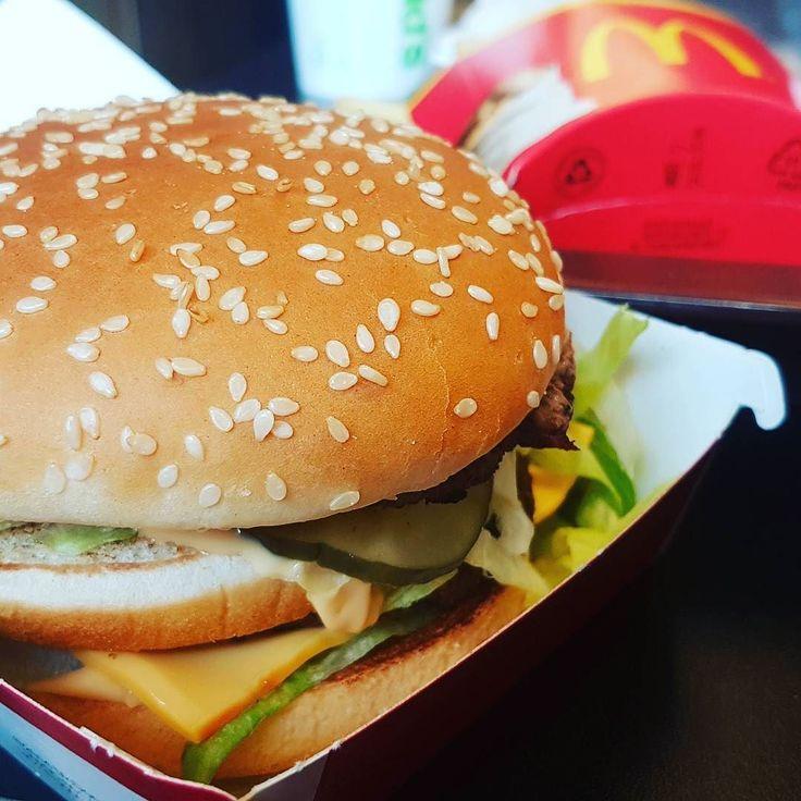 Quem nunca foi para outro país e quis comer o Big Mac para ver se tem o mesmo gosto? Assunto a mea culpa em Zurique. Hahahaha  #eaiferias #eurotrip2017 #suica #zurique