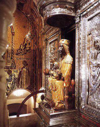 Virgen de Montserrat se le atribuyen todo tipo de milagros en especial para concebir , recien casados y embarazadas y sanacion.