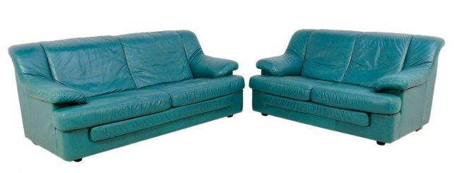 210: TEAL LEATHER SOFA AND LOVESEAT : Lot 210