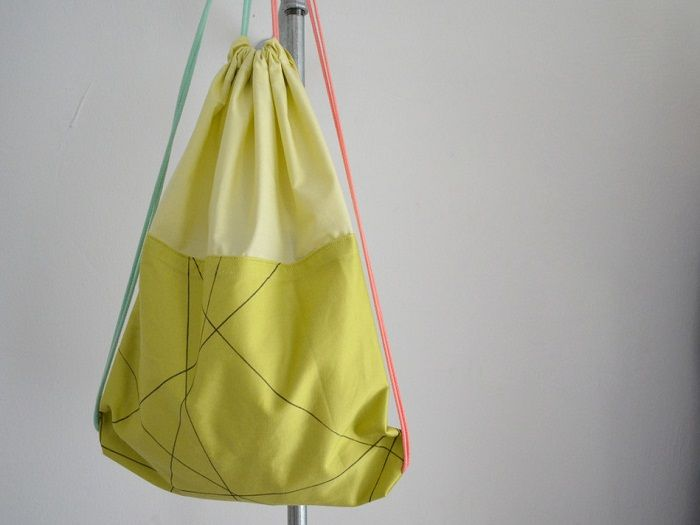 DIY Anleitung: Turnbeutel selber nähen // fashion diy: how to sew a gym bag via DaWanda.com