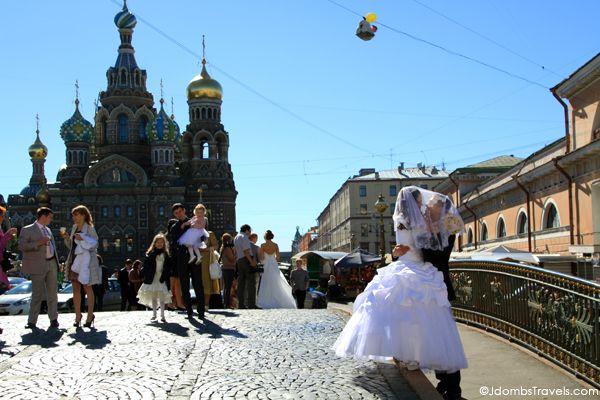 Russian brides go on a city tour after getting married. Click for more fun facts about Russia!
