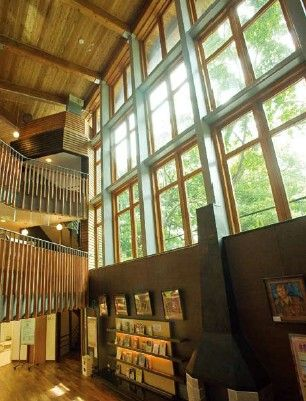 1.From the front the Beitou public-library branch looks like a giant tree fort, and from the rear like a vast cruise ship. 2.Visitors to thi...