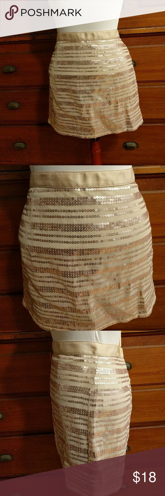 Super cute American Eagle Outfitters sequin skirt Cream, lined, light copper color sequin, size 2 American Eagle Outfitters Skirts Mini