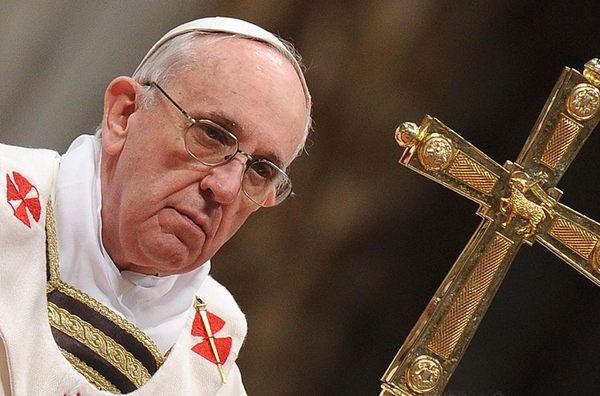 El papa condena el extremismo religioso y defiende la acogida de refugiados