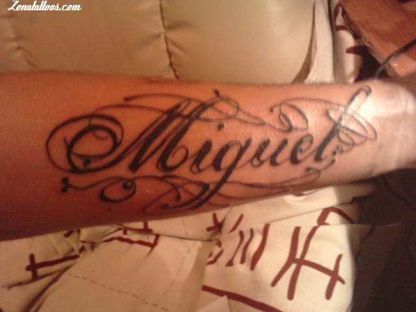Resultado De Imagen Para Tatuajes De Nombre Jose Miguel Tatuaje De Nombre Tatuajes De Nombres Tatuajes