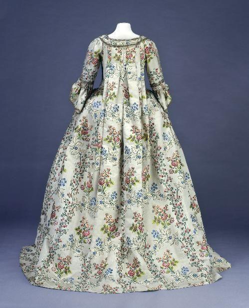 Robe à la Francaise 1750-1760 © Degrâces L. ja P. Joffre / Galliera / Roger-Viollet
