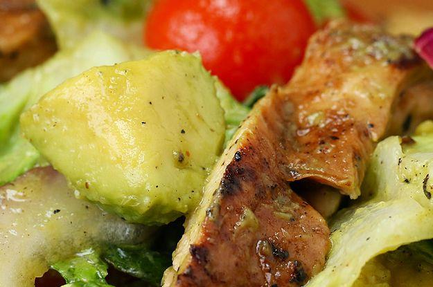 Dieser Salat mit Hühnchen, Avodado und Honig ist einfach der Hammer