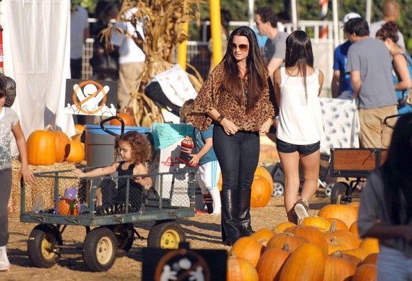 Kyle Richards Photos - Kyle Richards And Daughters At Mr. Bones Pumpkin Patch - Zimbio