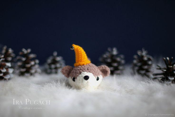 Купить Щенок в желтой шляпе Вязаная игрушка Новогодний сувенир - белый, год собаки, желтый, коричневый