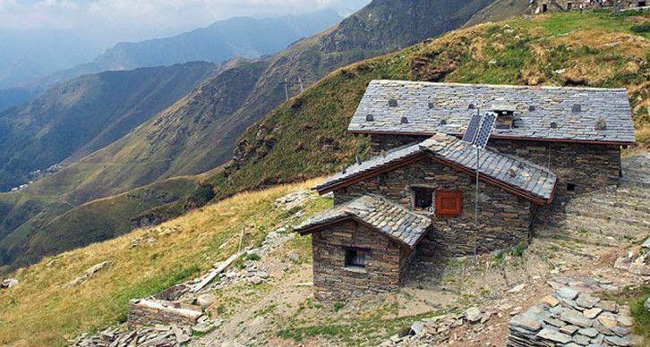 RIFUGIO NON CUSTODITO CITTA DI BORGOMANERO - La baita è posta presso il valico tra Rimella in Valsesia e Campello Monti in Val Strona a 1801 m. La baita è sita ai piedi del monte Capio e del Monte Capezzone.