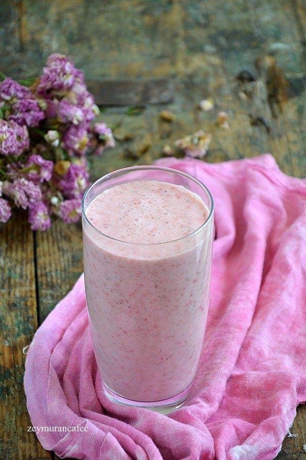 çilek muz smoothie tarifi, smoothie, serinleten yaz içecekleri ev yapımı ve çok lezzetli, foodphotography