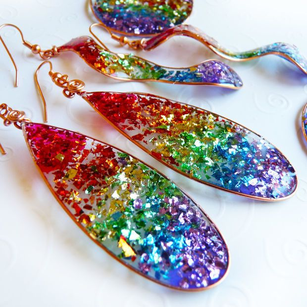 She Poured Some Glitter On Some Tape And Made Beautiful Accessories -- Wow!