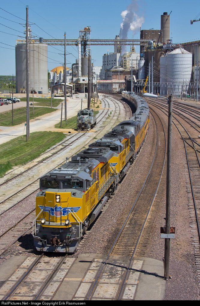 RailPictures.Net Photo: UP 8889 Union Pacific EMD SD70ACe at Clinton, Iowa by Erik Rasmussen