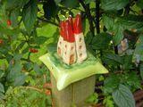 Die Pfostenkappe ♥HÄUSCHEN♥ ist ein formschöner Abschluss von Zaunpfosten oder Sichtschutzwandpfosten.   _In meinem Garten gibt es einen Weidenflechtzaun, der zwischen 4-Kanthölzern angelegt...