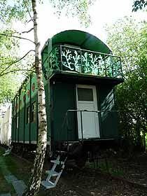Verschiedene Übernachtungsmöglichkeiten in Waggons in Schmilau bei Ratzeburg.