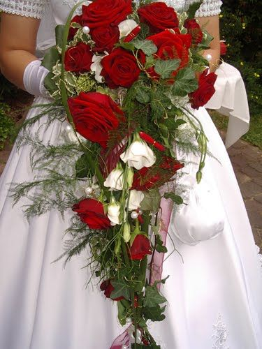 red flowers for wedding green and roses wedding bouquets bouquet bridal 7002