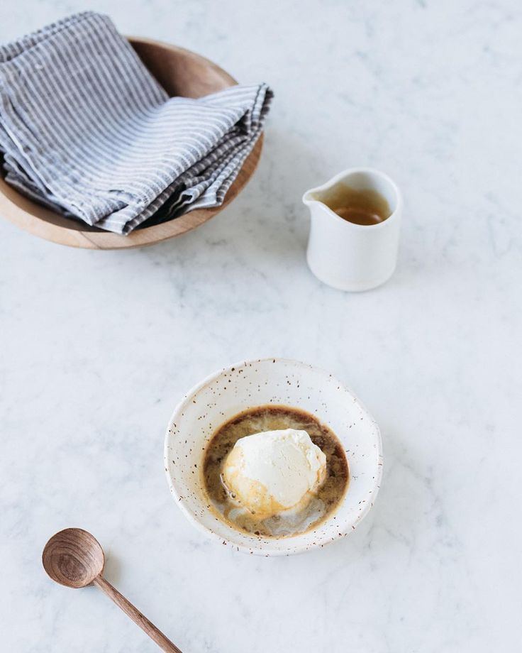 Affogato, one of the best desserts ever. The word affogato is Italian, it means drowned.  .  .  .  Place a scoop of vanilla ice cream in a dessert bowl. Pour a hot espresso over the ice cream and enjoy.  .  .  .  #Minutesfi
