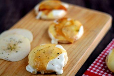 Hojaldres de queso y manzana.