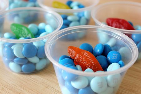 how cute is this little edible take home fishbowl? :)  Instead of the classic jello molds.