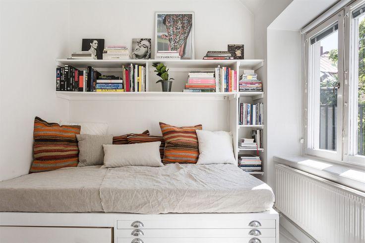 Bed for an architect Bedroom Interior design Scandinavian Heleneborgsgatan 5 c | Fantastic Frank