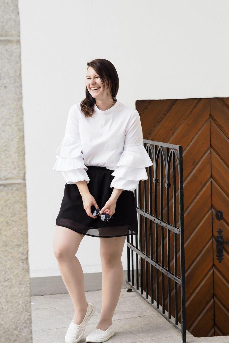 Rüschen sind sicher nichts für jeden. Aber in diese Rüschenbluse von Zara habe ich mich einfach verliebt. Mein Sommertrend 2017.   Ootd, Outfit, Ruffles, Blog, Blogger, summer., Summertrend, Fashion, Lookoftheday, Black and White