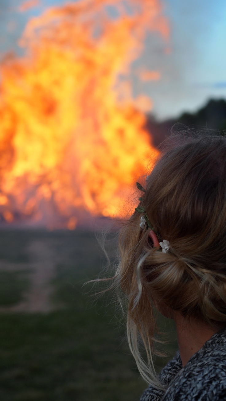 There's something so magical to me about bonfires in Midsummer!
