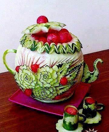 04c991734540f4a7a6cbd0b5da18b190.jpg (360×435) carved from a watermelon