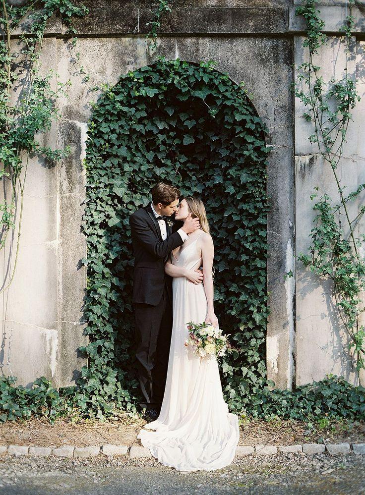 Romantic Ivy Wedding Backdrop Bride And Groom Portrait Swan House Atl Wedding Photography Vintage Wedding Photography Wedding Photography And Videography