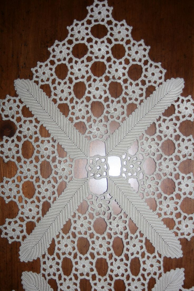 crochet - table runner