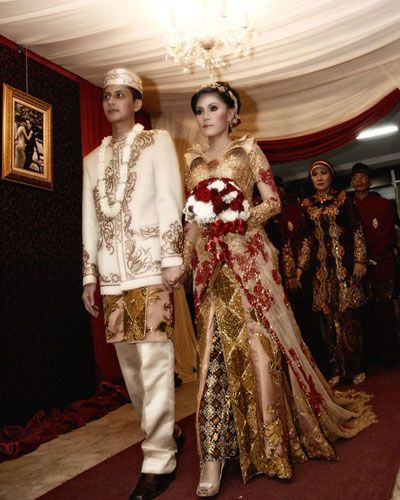 Sanggar Nanin Fadlan adalah tata rias pengantin dan berbagai busana pengantin tradisional dan modern. Kami juga melayani jahit kebaya modern  Contact Us By E-mail : sanggarnaninfadlan@yahoo.co.id Office : 021-7291532 | 0813 1141 7711 Pin BBm : 271D3B8D  Facebook : https://www.facebook.com/sanggarnanin Website : http://www.sanggarnaninfadlan.com/