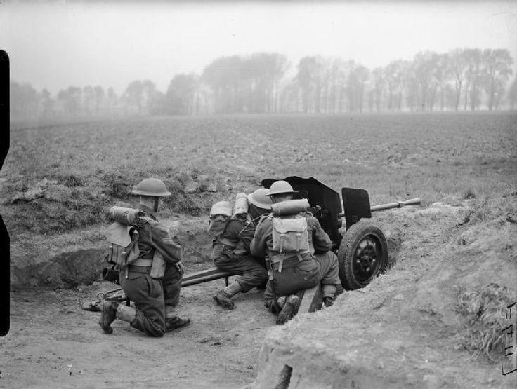 BRITISH ARMY FRANCE 1940 (F 4117)   Men of 2nd Battalion Essex Regiment with a Hotchkiss 25mm SA 34 anti-tank gun, Meurchin, 27 April 1940.