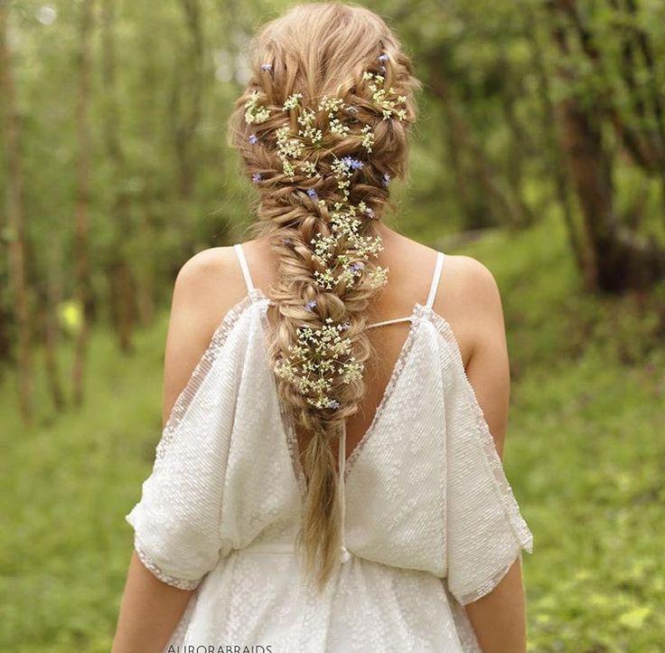Longue Tresse à fleurs – Nattes fleurie – Idée Cheveux Coiffure Mariage