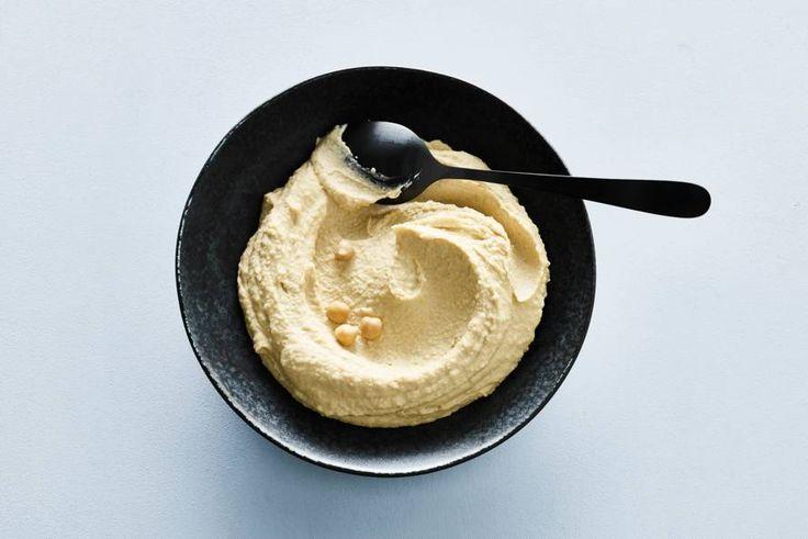 Een kwartiertje tijd. Meer heb je niet nodig voor de lekkerste, zelfgemaakte hummus - Recept - Allerhande