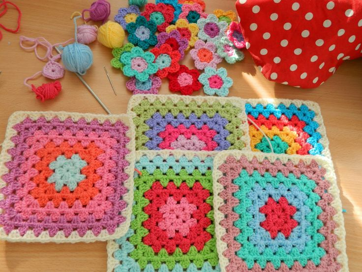 Squares for a bloanket by http://pinkfluffywarrior-pinkfluffywarrior.blogspot.co.uk/