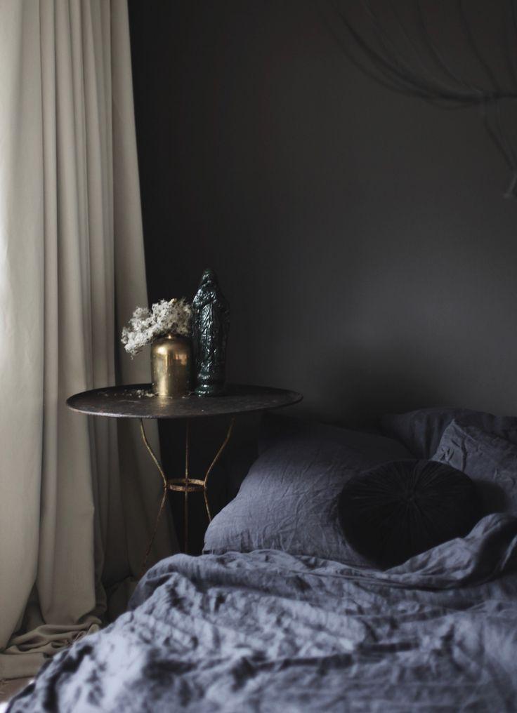 die besten 17 ideen zu dunkle schlafzimmer auf pinterest schwarze w nde dunkle schlafzimmer. Black Bedroom Furniture Sets. Home Design Ideas