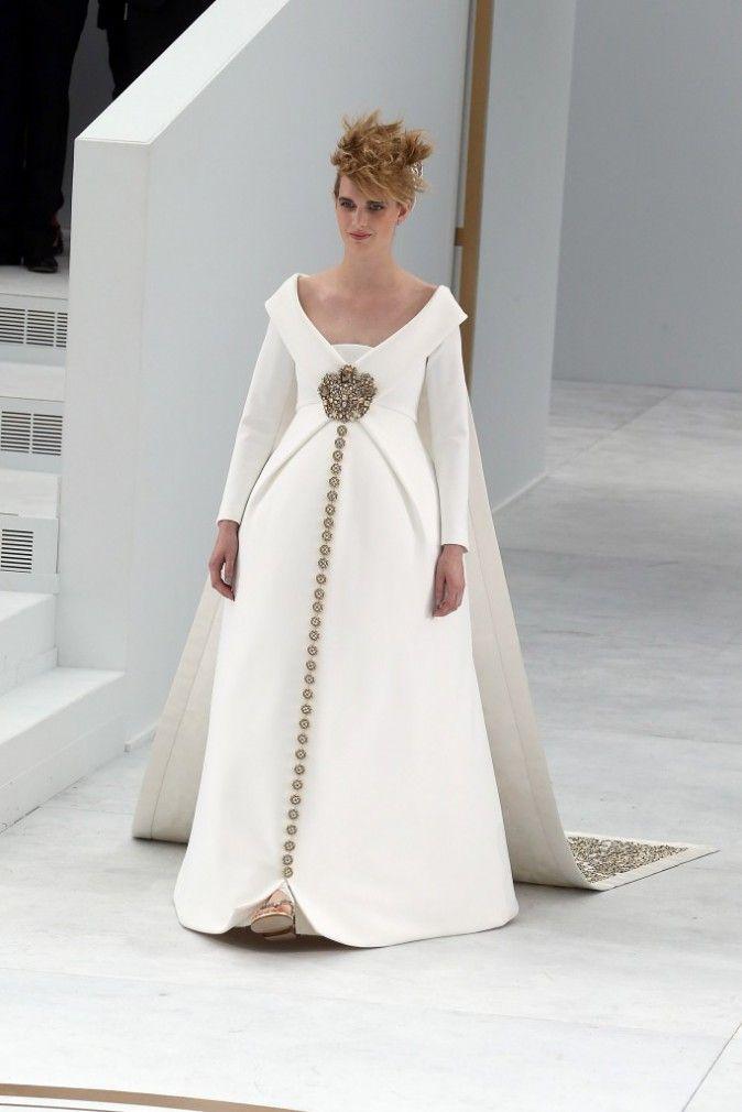 Mode : Fashion Week Hc : Ashleigh Good : La Future Maman Au Ventre Rebondi Défile Pour Chanel Haute Couture !
