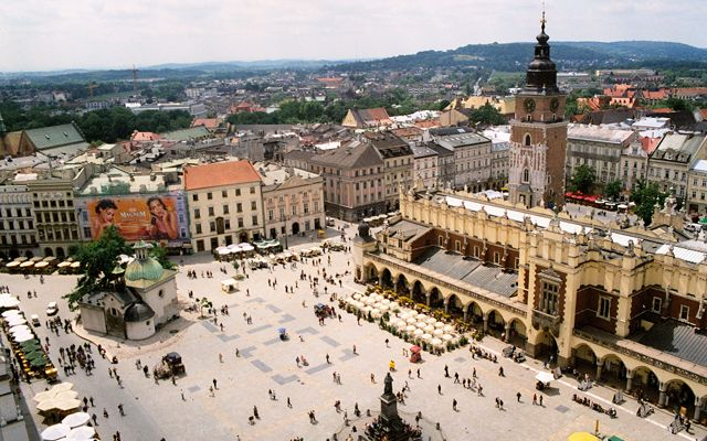 Private transfers between Budapest and Krakow: http://transferbudapesthungary.com/budapest-to-krakow-transport-transfer-taxi.html