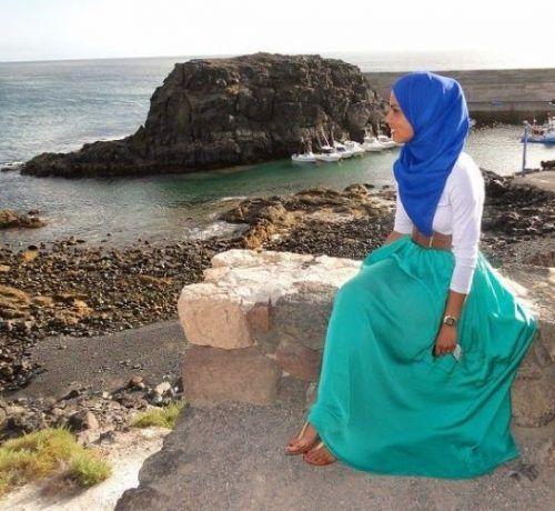 blue skirt beach hijab- Summer hijab trends http://www.justtrendygirls.com/summer-hijab-trends/