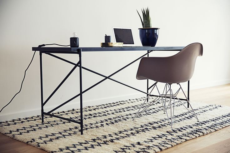 The HANDVÄRK Desk is a nice item for the stylish office at home but also as a solutions for companies, that prefer a nordic masculine DNA for their interior Design.