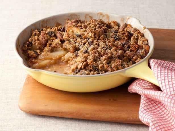 Crocante de maçã e granola de frigideira | 24 maneiras deliciosamente saudáveis de satisfazer seu desejo de doces