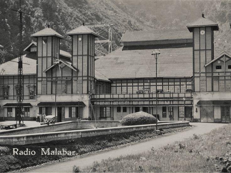 Beschrijving: Het monumentale zendstation in Malabar op Java bij Bandoeng. Van het station restten nu alleen nog de fundamenten.