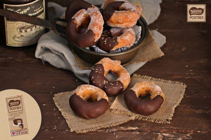 Rosquillas de anís cubiertas con chocolate